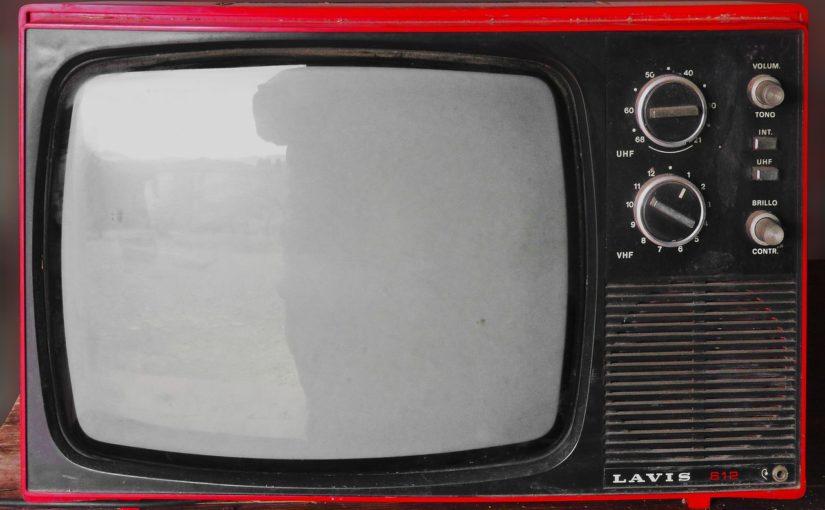 Samotny spokój przed tv, czy też niedzielne serialowe popołudnie, umila nam czas wolny oraz pozwala się zrelaksować.